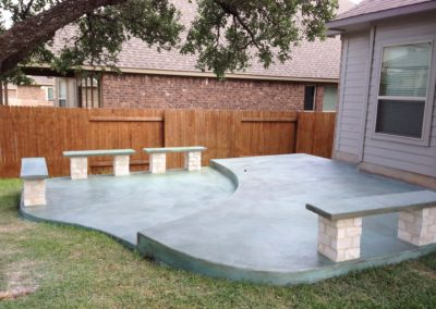 backyard-concrete-deck-with-benches